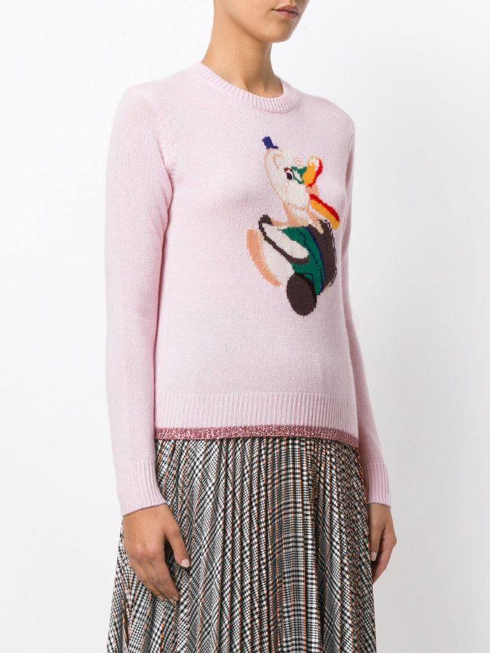 Базовый гардероб: светлый свитер с рисунком