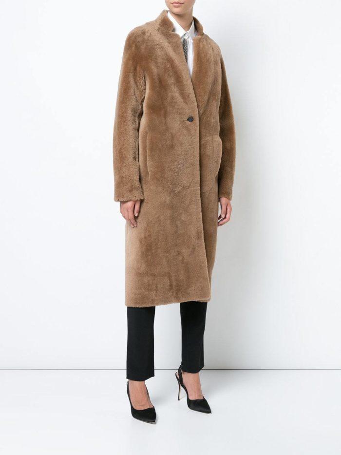Базовый гардероб: меховое пальто