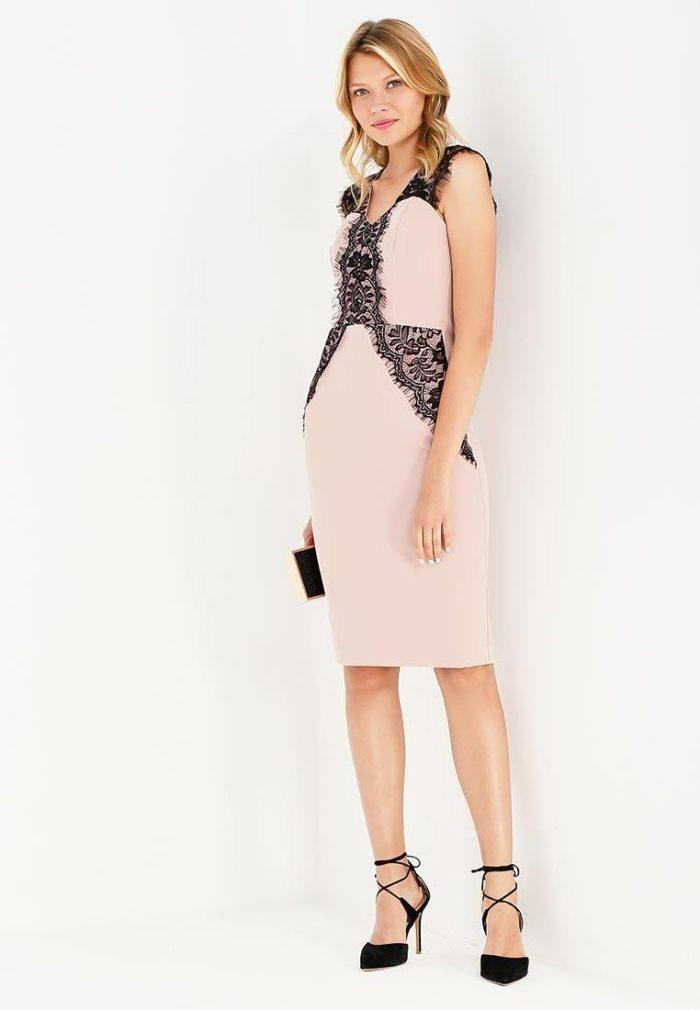 базовое летнее платье карандаш с кружевом