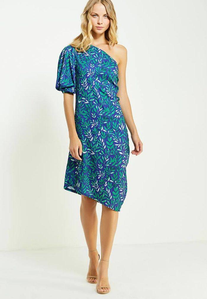 базовое летнее асимметричное платье с принтом