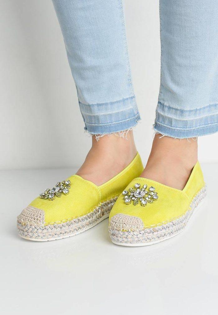 базовые летние желтые эспадрильи с камнями