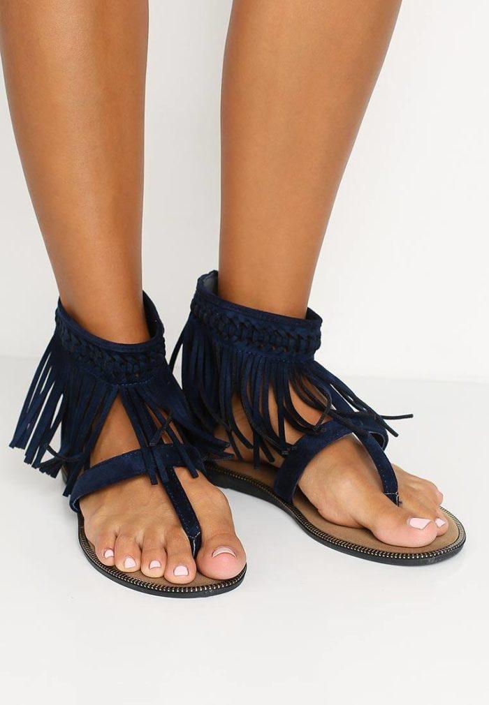 базовые летние сандалии с бахромой