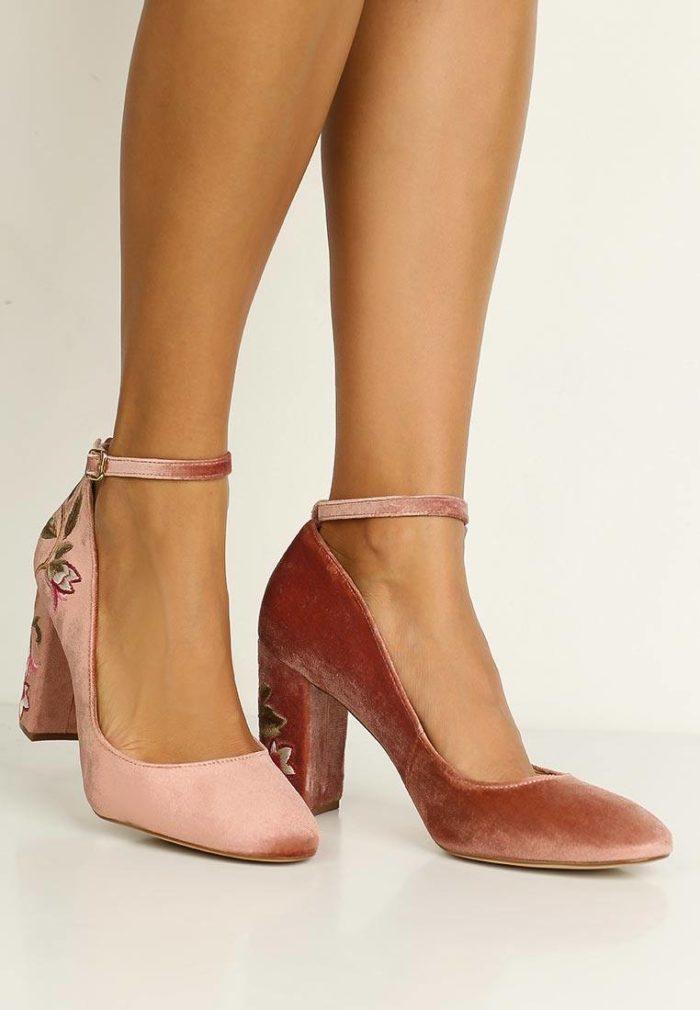 базовые летние бархатные туфли с ремешками