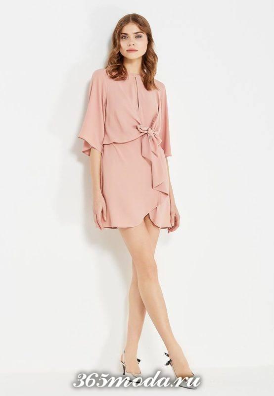 базовое летнее розовое платье с рюшей