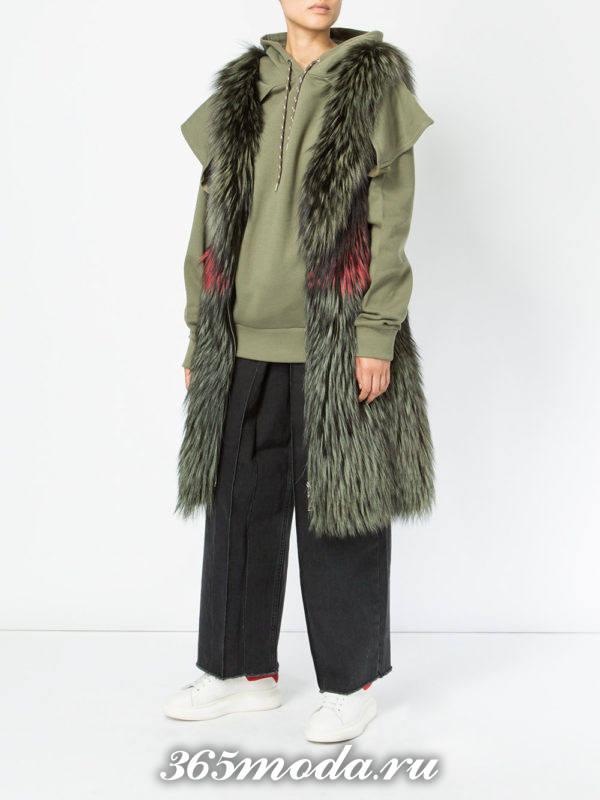 зеленый длинный меховой жилет из лисы с брюками кюлотами