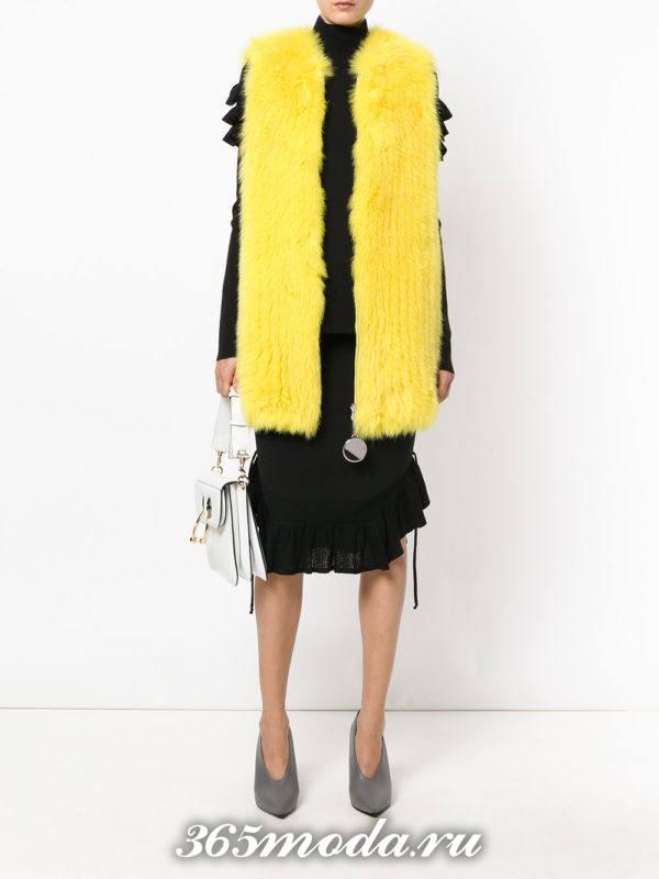 желтый меховой жилет из лисы с юбкой миди
