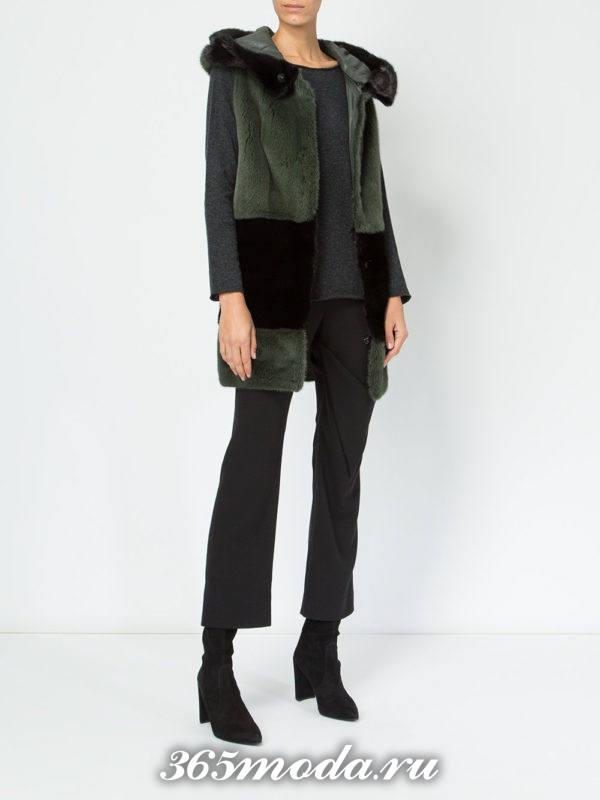зеленый меховой жилет с полоской из норки с брюками