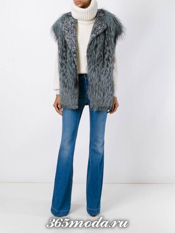 меховой жилет из чернобурки с джинсами