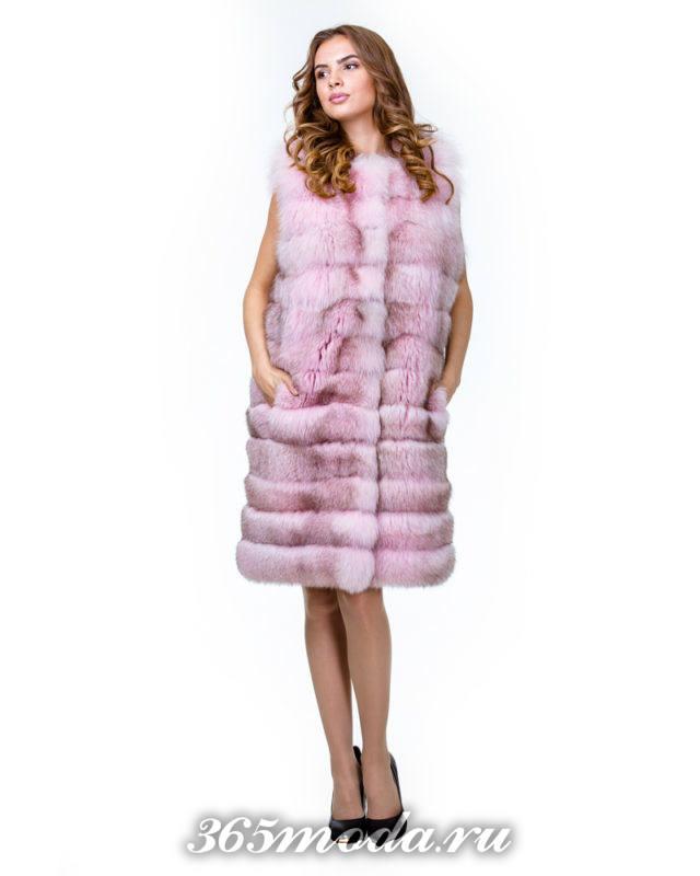 розовый длинный меховой жилет