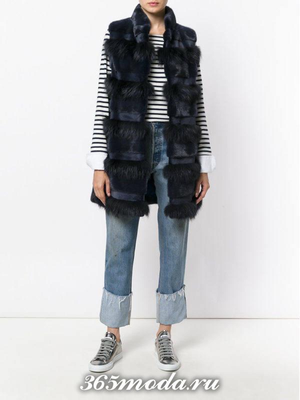 комбинированный меховой жилет с джинсами