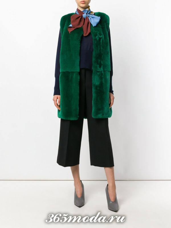 зеленый меховой жилет с брюками кюлотами