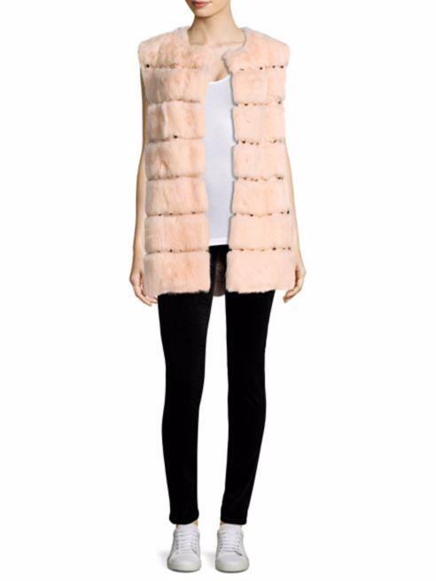 розовый меховой жилет из норки с брюками скинни