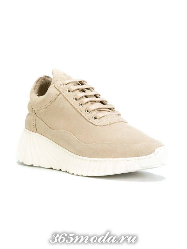 монохромные бежевые кроссовки