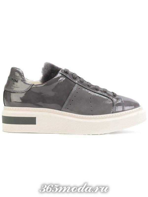 монохромные кроссовки серого цвета