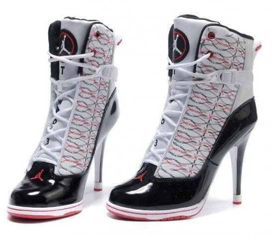 кроссовки на каблуке со шнурками