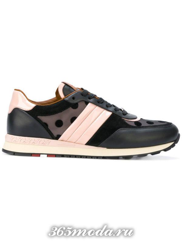 темные кроссовки с принтом