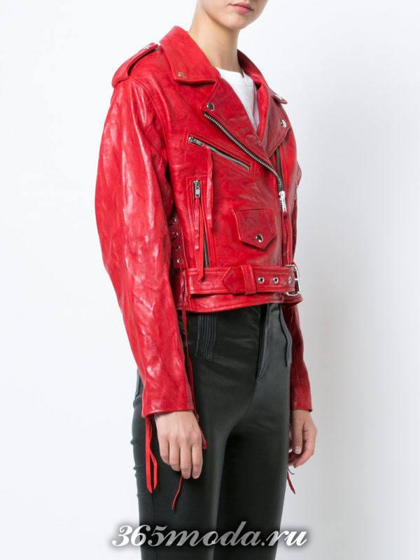 красная куртка косуха с поясом