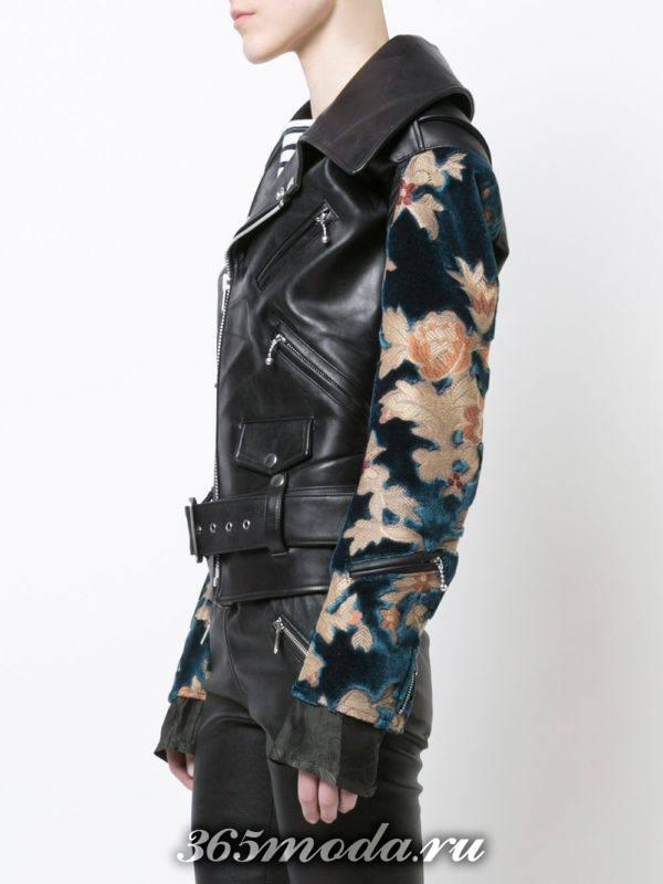 куртка косуха с поясом и рукавами с принтом