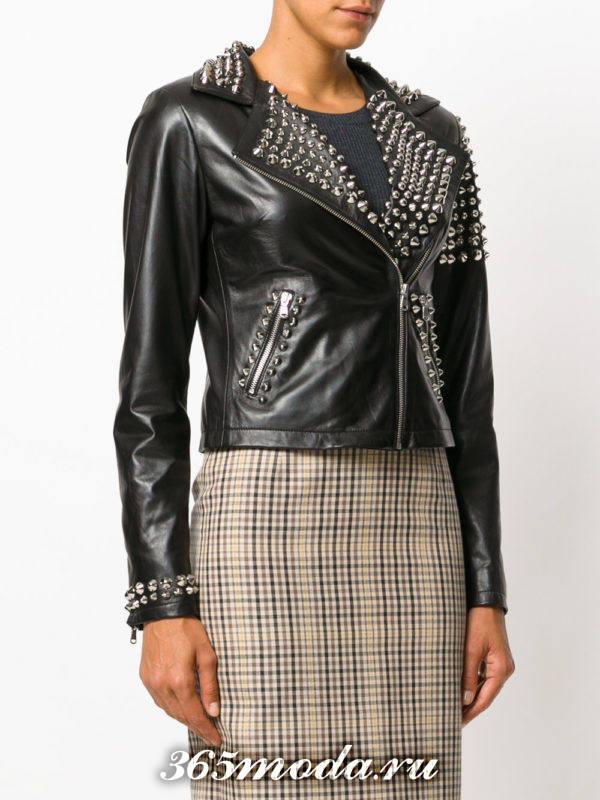 куртка косуха в бунтарском стиле с шипами на воротнике