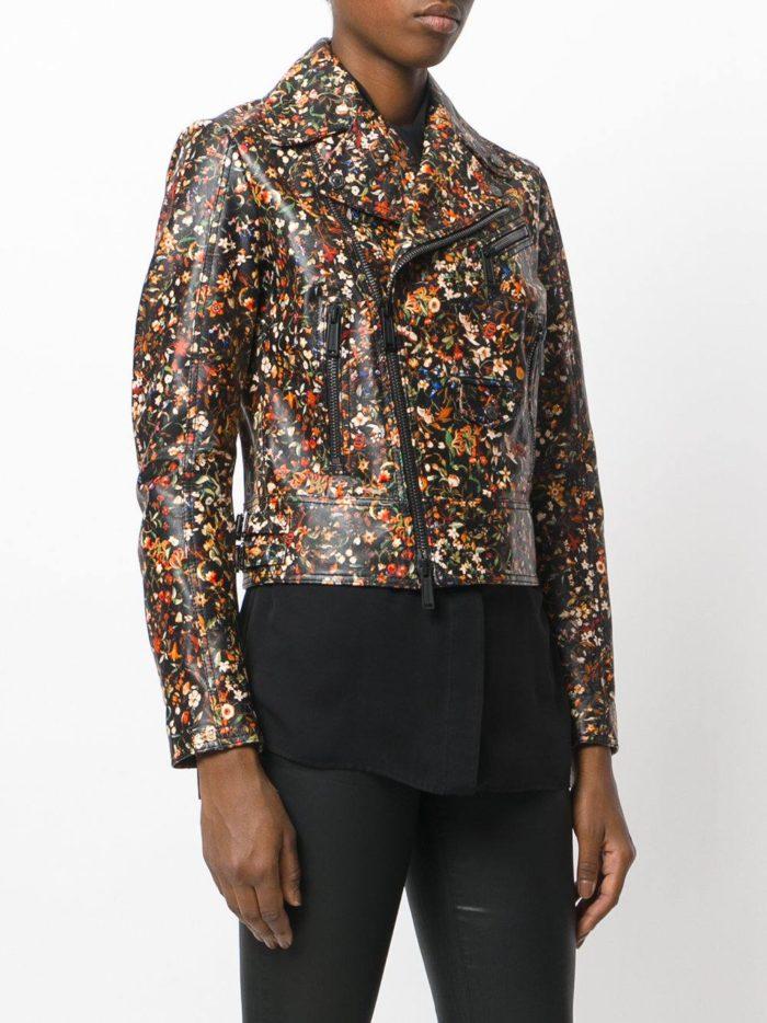темная куртка косуха с принтом