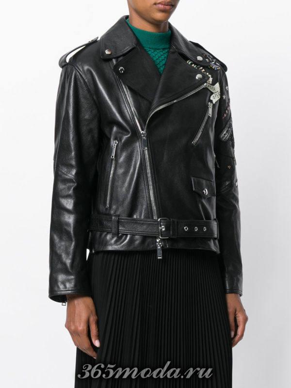 черная куртка косуха с поясом