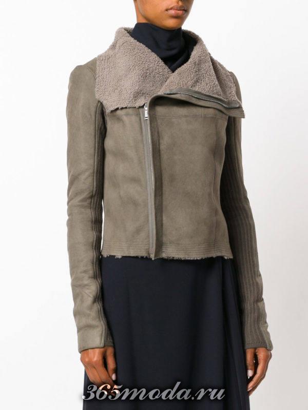 замшевая серая куртка косуха с мехом