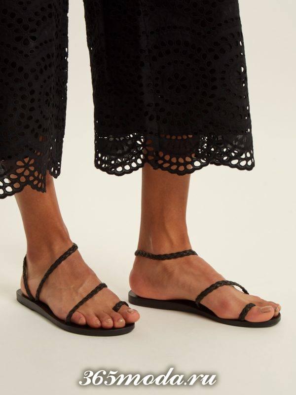 летние черные гладиаторские сандали на низком ходу