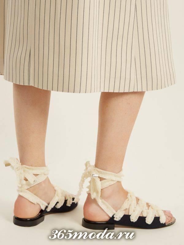 летние белые гладиаторские сандали на низком ходу
