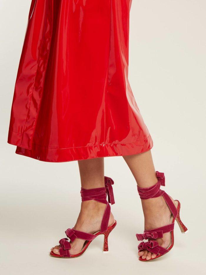 летние бархатные гладиаторские сандали на каблуке