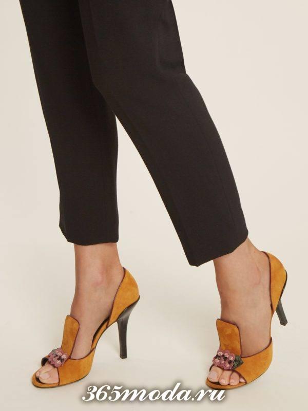 желтые летние туфли на шпильке с открытым носком