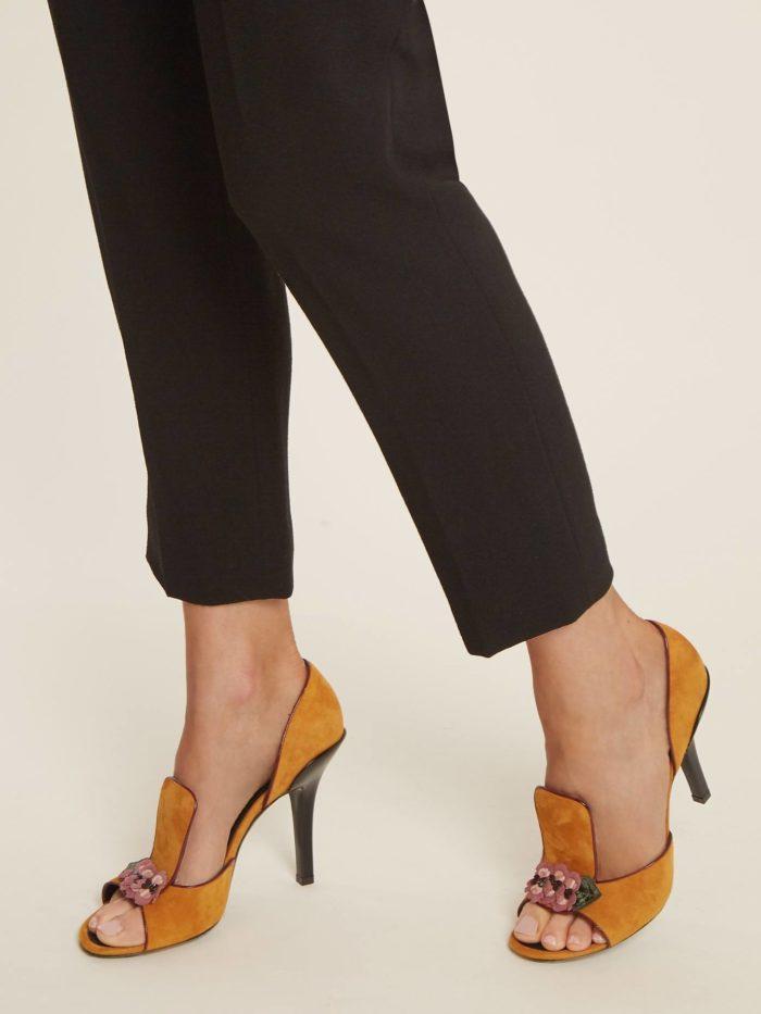 желтые туфли на шпильке с открытым носком