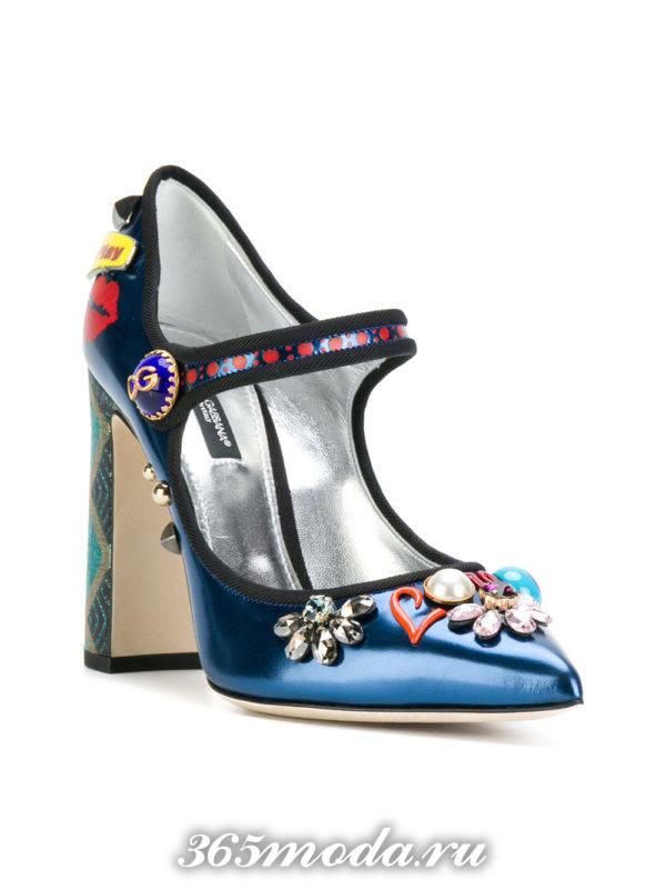 летние синие туфли с декором на толстом каблуке