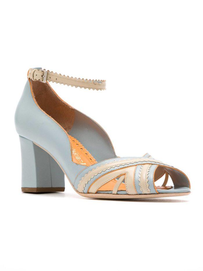 голубые туфли с открытым носком на каблуке