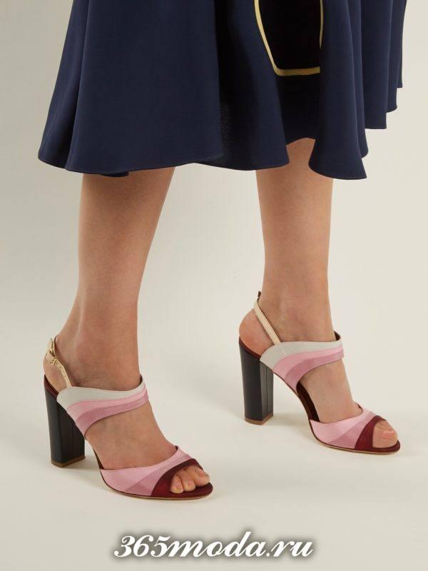 летние босоножки с полосками на толстом каблуке