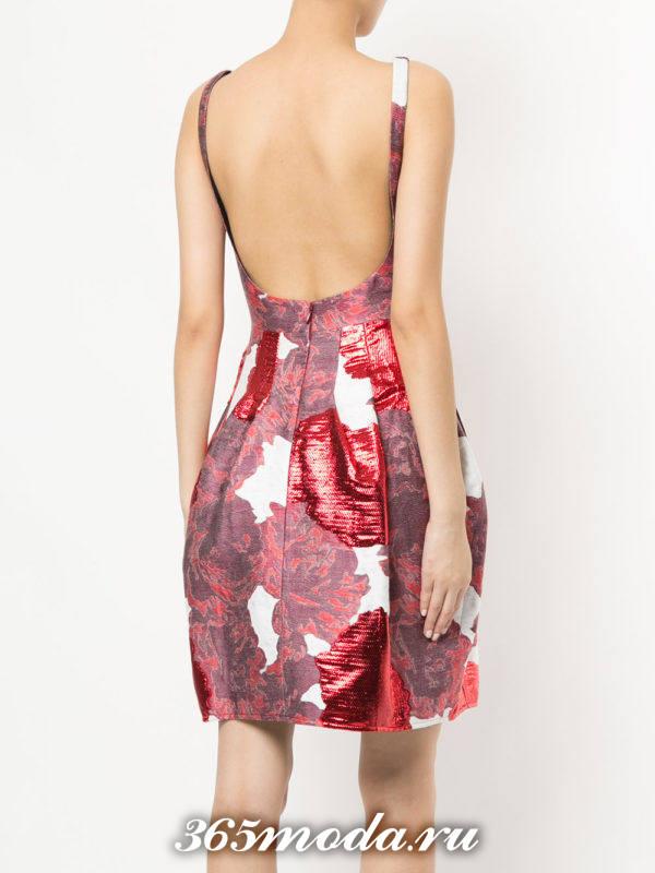 летнее платье с принтом с обнаженной спиной