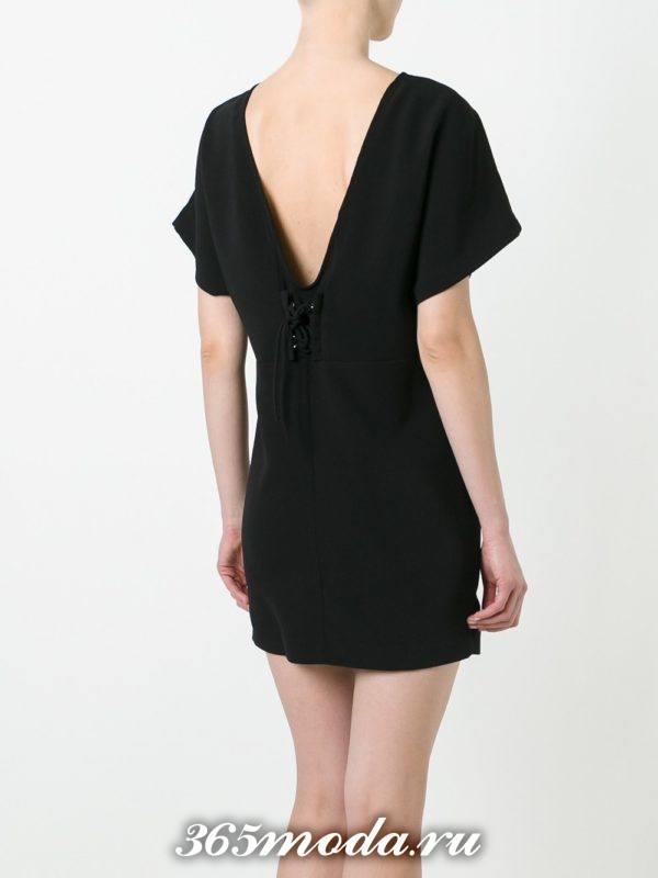 летнее короткое темное платье с обнаженной спиной