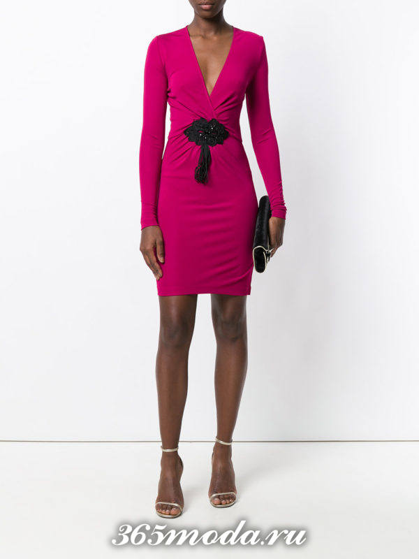 летнее яркое платье футляр с рукавами