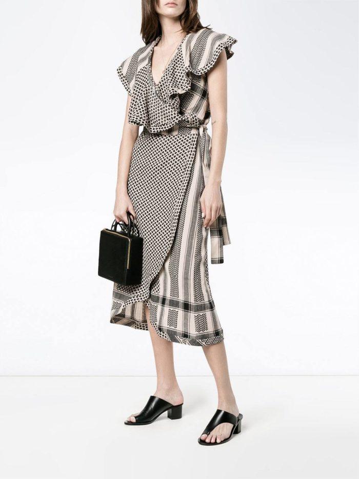 летнее платье с запахом и оборками