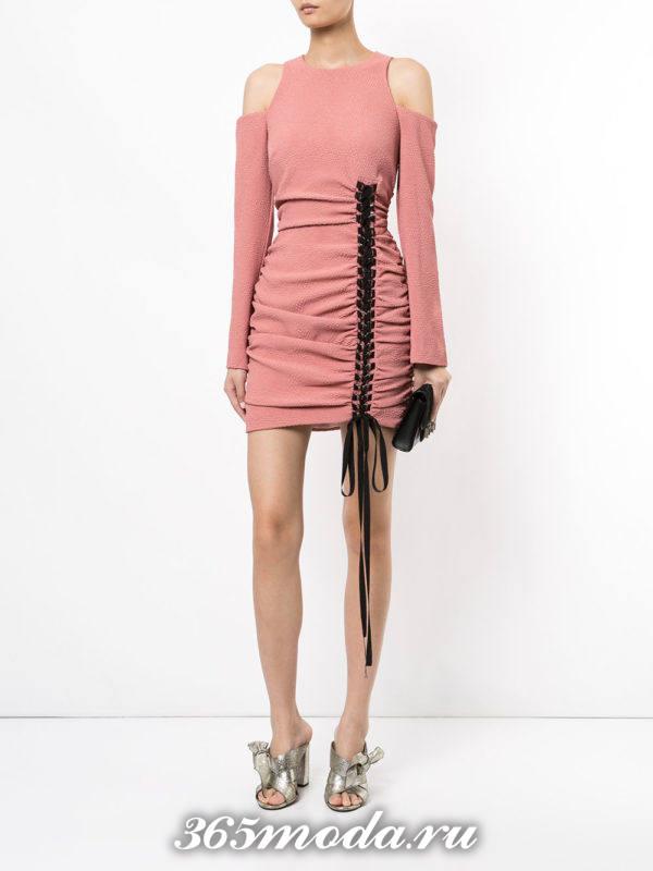 летнее нюдовое мини платье футляр