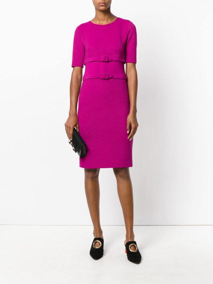 летнее платье футляр с ремешками цвета фуксия