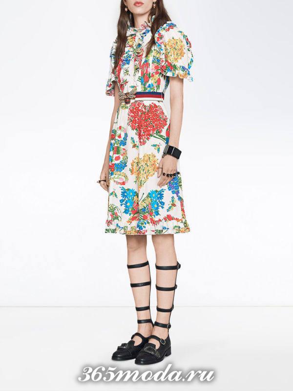 летнее платье с принтом и поясом