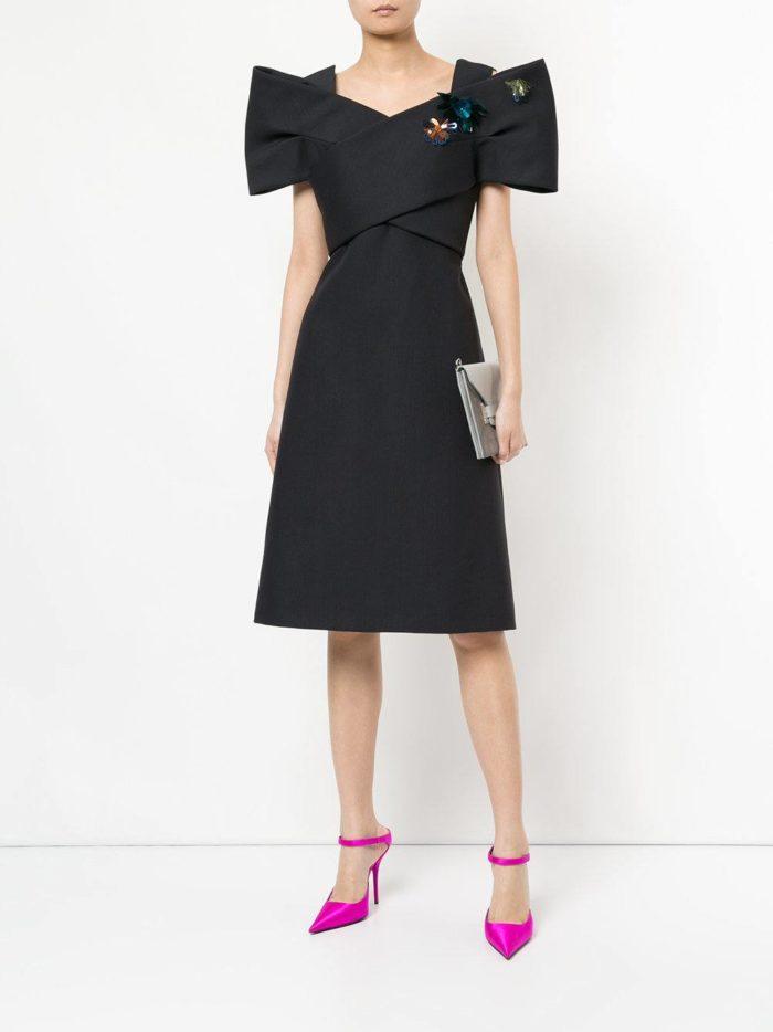 летнее черное платье с пышными рукавами