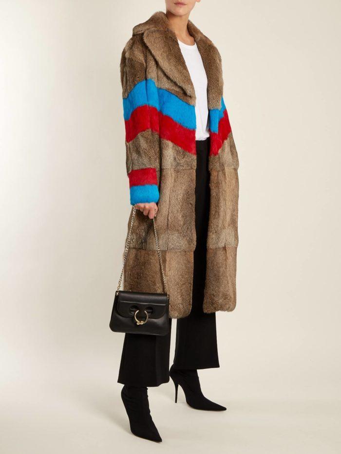 Модные луки осень-зима 2019-2020: с длинной шубой с полосками
