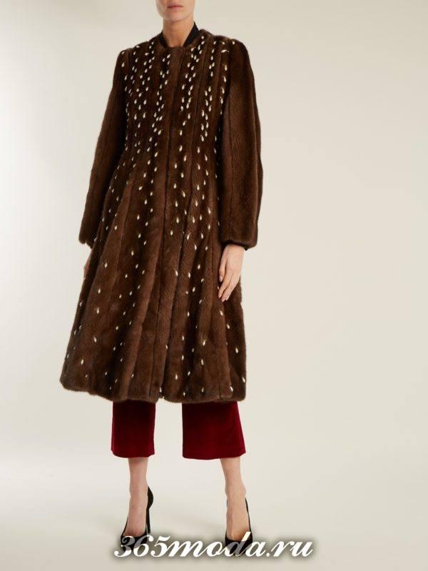 лук шубой с декором и брюками кюлотами осень-зима