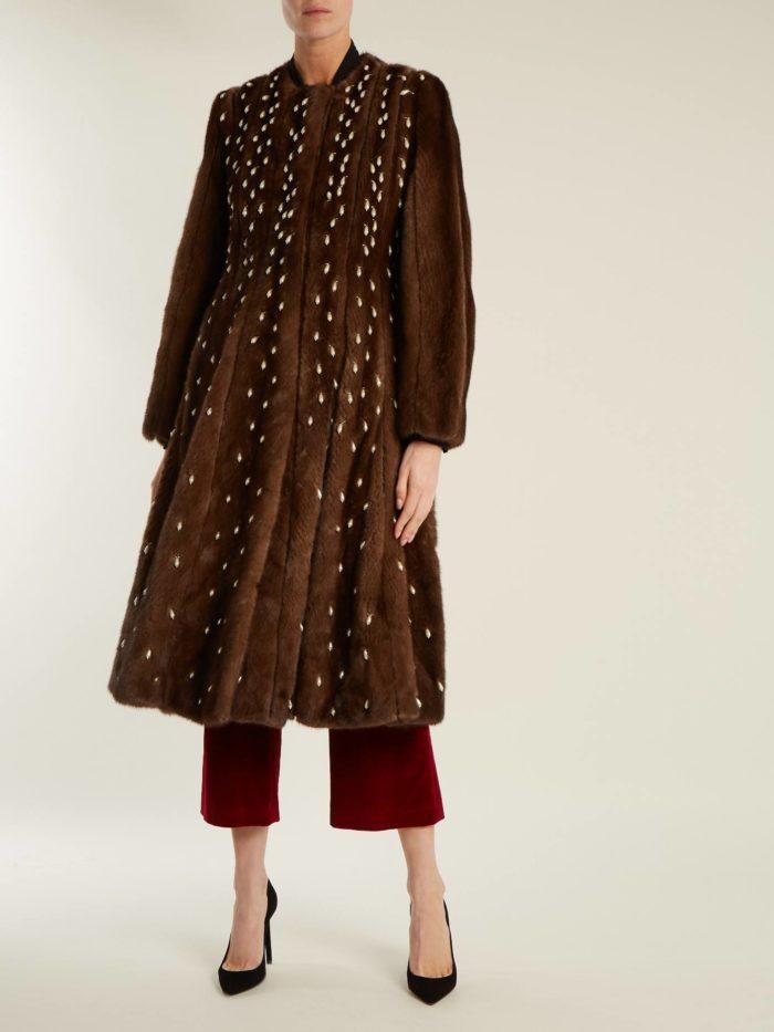 луки осень-зима: шубой с декором и брюками кюлотами