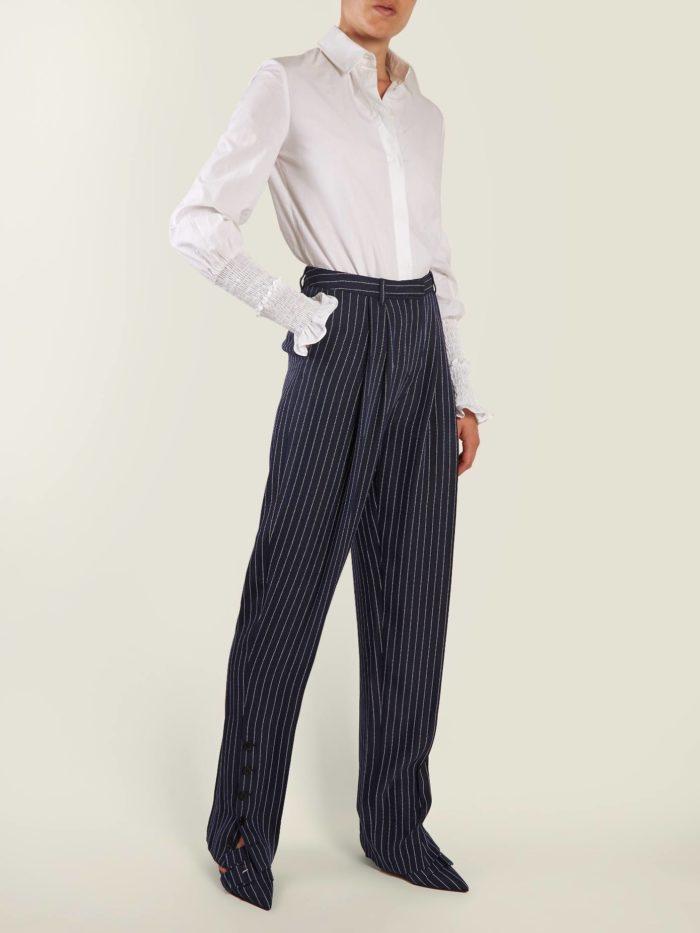 луки осень-зима: с полосатыми брюками бананами и белой блузой