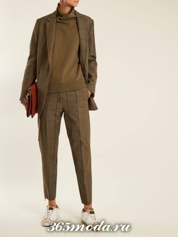 лук с укороченными с принтом и пиджаком брюками осень-зима