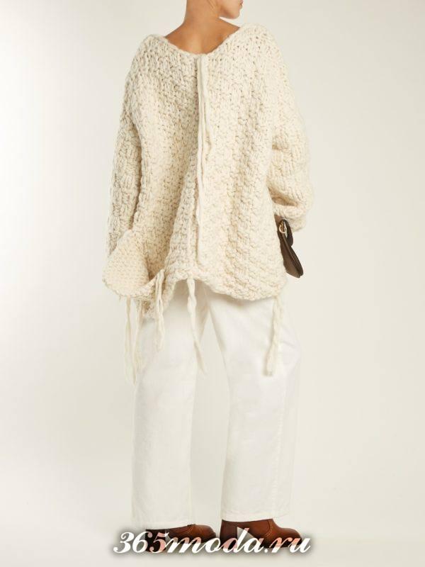 лук с белым свитером оверсайз и белыми широкими брюками осень-зима
