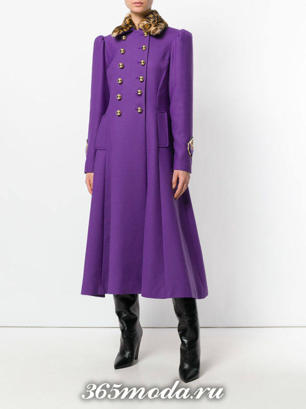 луки осень-зима 2018-2019: длинное фиолетовое пальто
