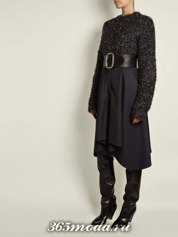 лук с асимметричной юбкой с поясом и темным свитером осень-зима